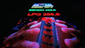 A képen egy piros futófény látható működés közben